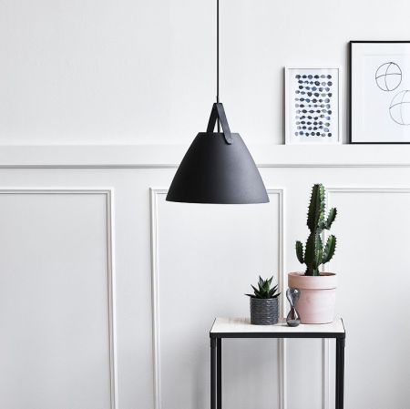 Pendant lamp Strap 36 black as a living room lighting